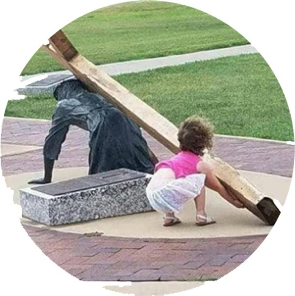 Mädchen-mit-Kreuz